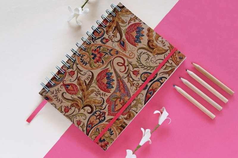 Cuaderno argollado en cartón
